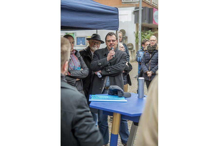 Der Blaue Tisch in der Fußgängerzone in Hagen-Hohenlimburg