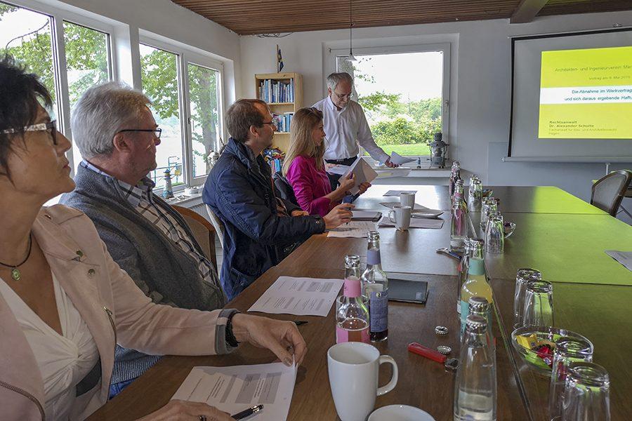 """Vortrag: """"Haftungsrisiken für Architekten und Ingenieure"""""""